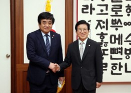 [국회의장]    박 의장, 한상혁 방송통신위원장 예방 받아